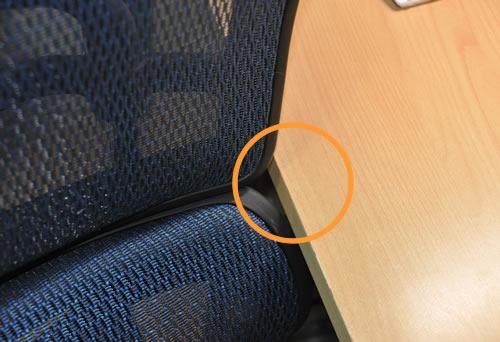 椅子の背もたれのエッジ